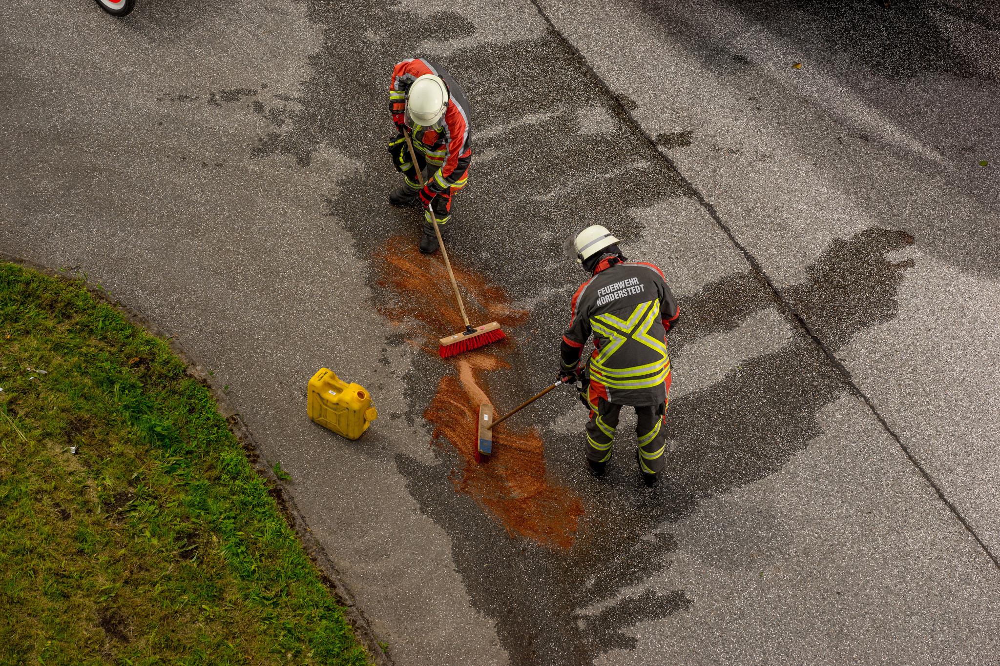 11 Beseitung von ausgetretenen Betriebsstoffen nach Verkehrsunfall